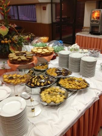 Alif Hotel: Breakfast 3