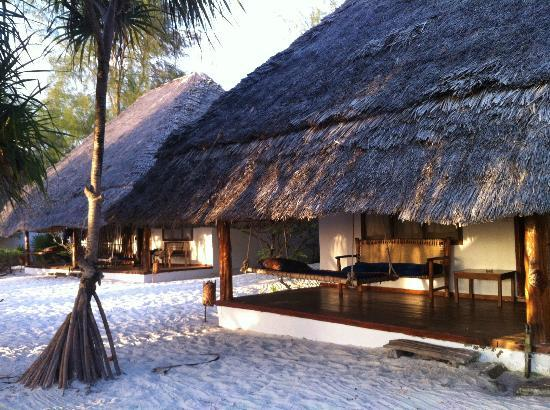 Hakuna Majiwe Beach Lodge: room - Outside