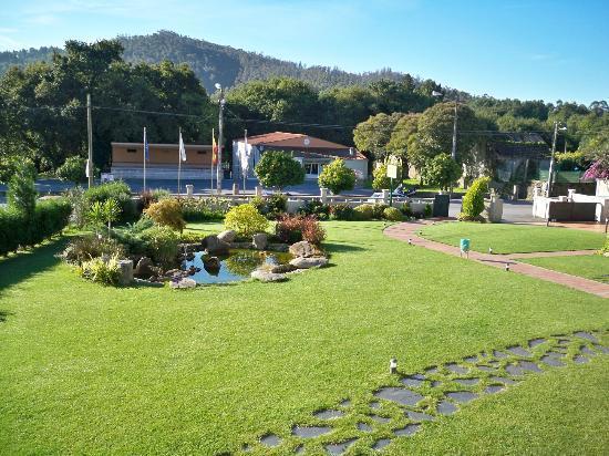 Hotel Rural Campaniola: jardín