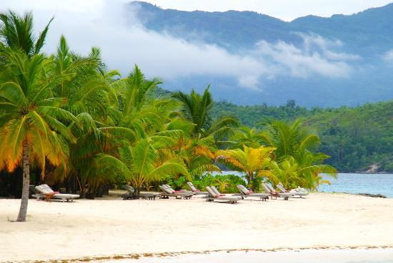 Beachcomber Sainte Anne Resort & Spa: Stunning beach.