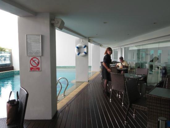 Glacier Hotel: Piscina