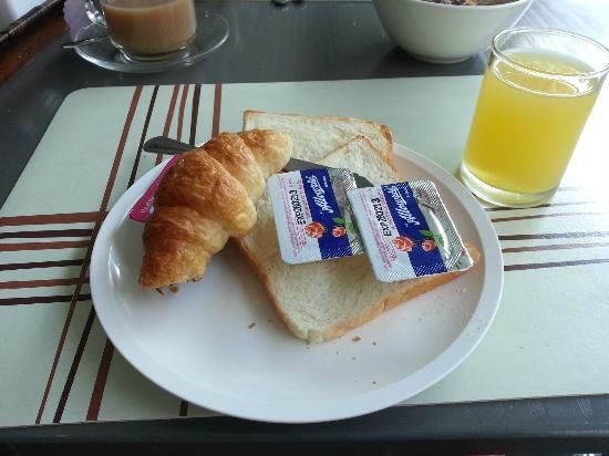 C & N Hotel: Breakfast