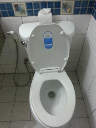 C & N Hotel: Toilet
