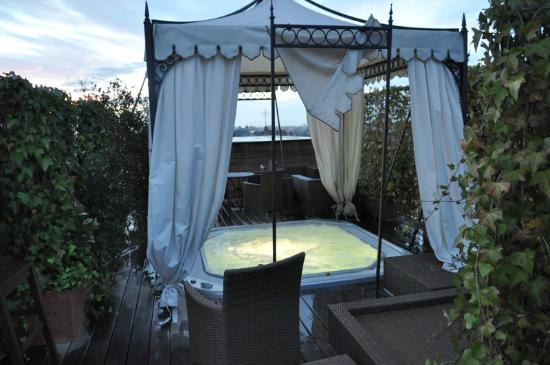 InterContinental Bordeaux Le Grand Hotel: Jacuzzi