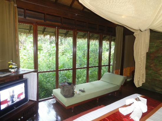 Zeavola Resort: inside the bedroom - whole room is glass windows open to the jungle grounds