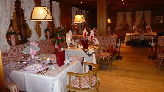 Wellnesshotel Jagdhof: täglich wechselnde Tisch-Dekos
