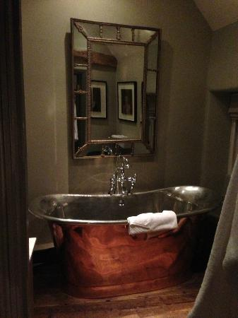 The Wheatsheaf Inn: Copper bath - perfect size for sharing !