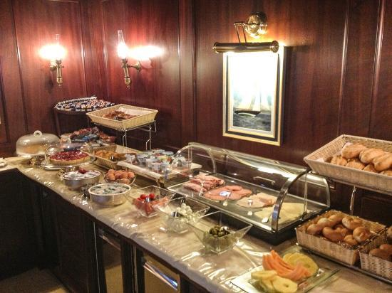 Hotel Bucintoro: Breakfast buffet