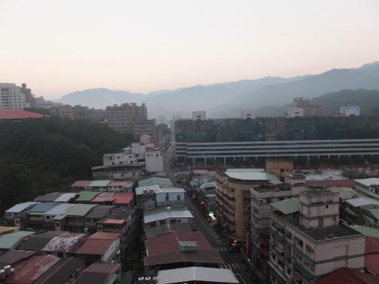 Fullon Hotel Taipei, East: 部屋から見た朝の風景