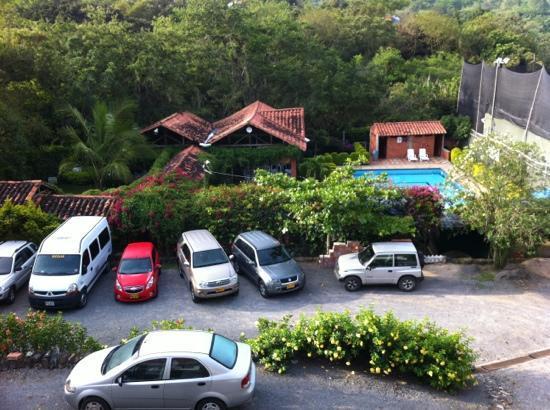 Hotel Ruitoque Campestre : parqueadero, piscina y restaurante