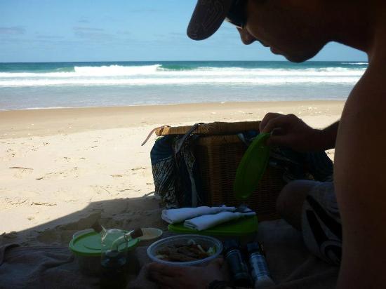 Massinga Beach Lodge: Beach picnic
