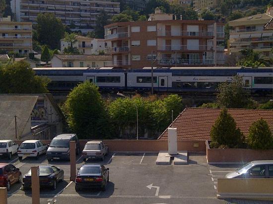 Residence Les Jardins Du Cap: Vue du balcon Les trains
