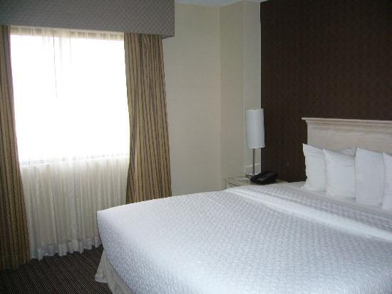 Embassy Suites by Hilton Las Vegas: Bedroom