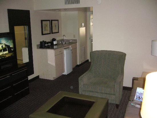 Embassy Suites by Hilton Las Vegas: Living room