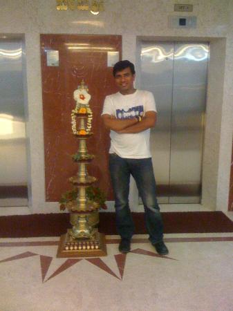Kamat Yatri Nivas: Superb Diya at entrance