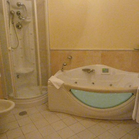 Hotel Oasi Olimpia Relais: the bathroom