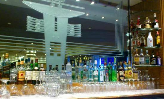 Hilton Paris Charles de Gaulle Airport  Roissy Caravelle bar