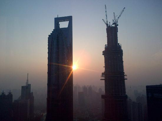 The Ritz-Carlton Shanghai, Pudong: Shanghai Sky at 6.45 am when the sun rises .Too bad it was grey and cloudy