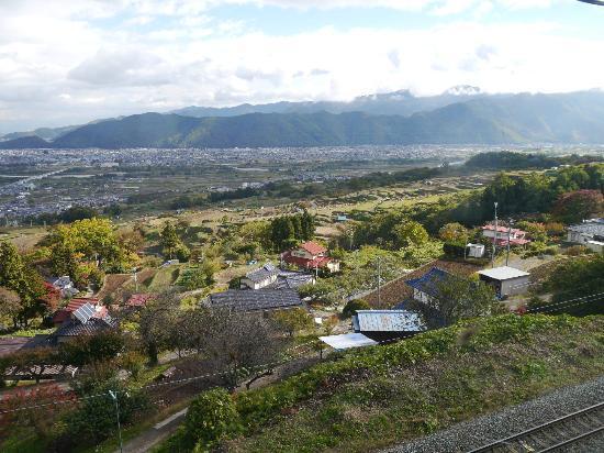 Obasute no Tanada: 姨捨駅から善光寺平の絶景が広がります