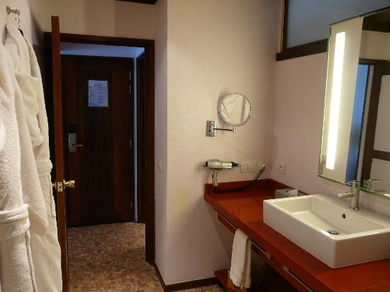 Sofitel Bora Bora Marara Beach Resort: Our bathroom in water house