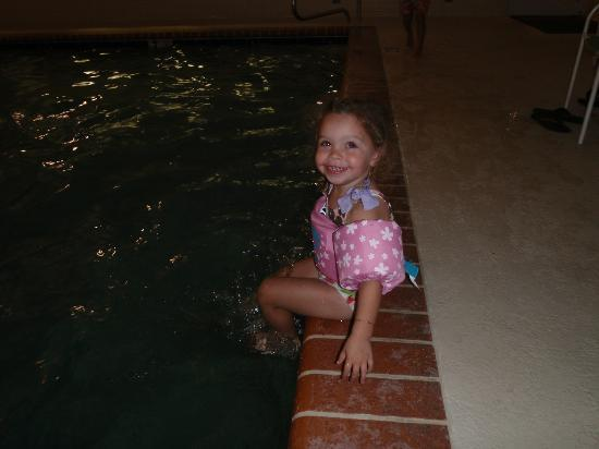 Country Inn & Suites by Carlson - Valdosta: fun indoor pool for all ages