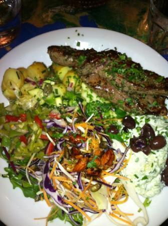 Atlas bar: lammemørbrad med salater, mums