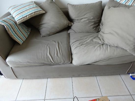 Lagrange Prestige Les Hauts de la Houle : Un remplacement urgent du canapé s'impose
