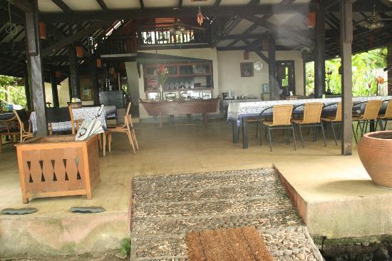 Murex Dive Resort: lobby/restaurant