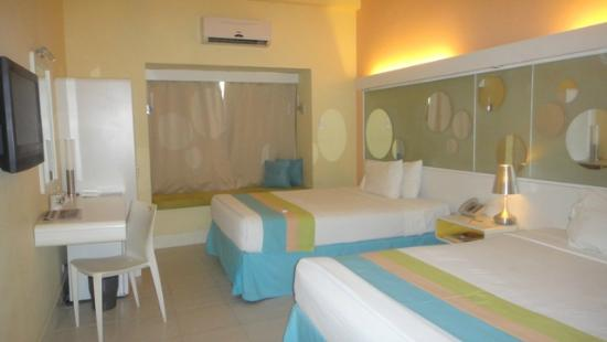 BE Resort, Mactan: Room w/ two queen beds