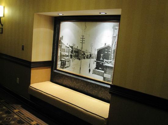 Hotel Julien Dubuque: Elevator landing