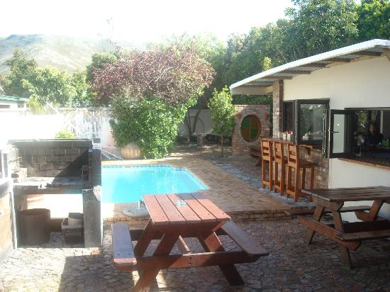 Hermanus Backpackers: Aussenbereich
