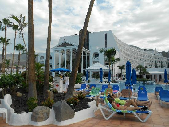 Guayarmina Princess : Back of hotel & pool area