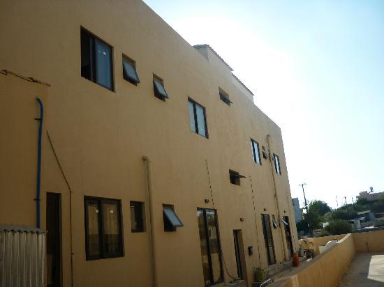 Tseri Budget Residences