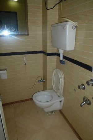 Hotel Travellers Inn : Bathroom