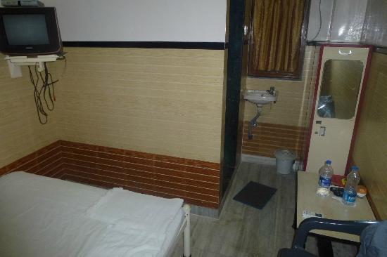 Hotel Travellers Inn : Room