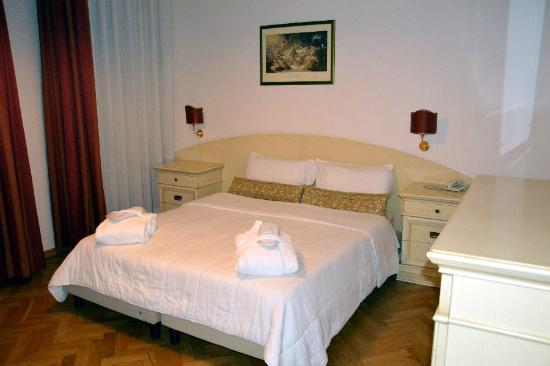 Hotel Suite Home Prague: letto matrimoniale