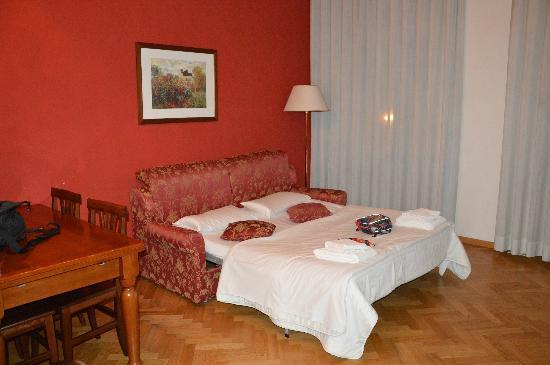 Hotel Suite Home Prague: divano letto per i bimbi