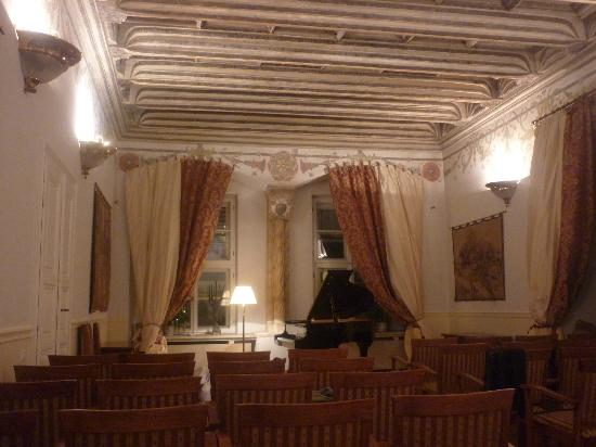 The Bonerowski Palace: Recital room