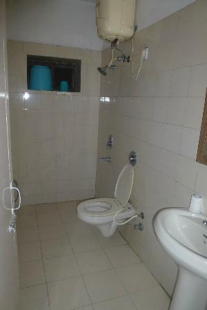 Grand Hotel: Clean nice bathroom