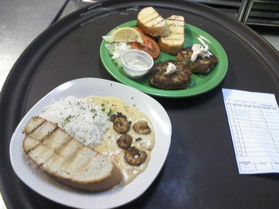 Darwell's Cafe: Crawfish Etouffee, Crab Cakes