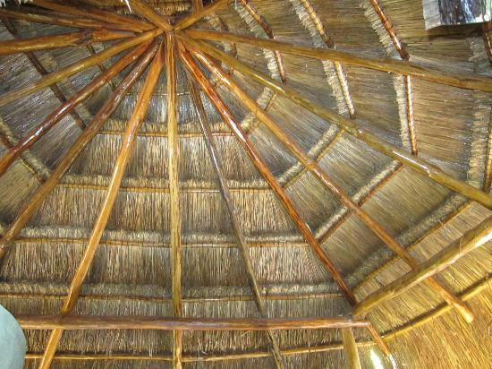 Las Palmas Maya: Interesting palapa ceiling!