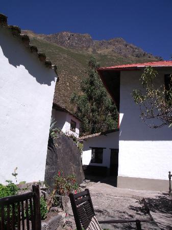 El Albergue Ollantaytambo: old spanish building