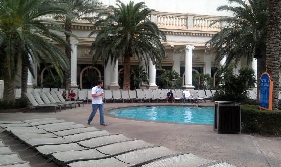 مونت كارلو ريزورت آند كازينو: pool area