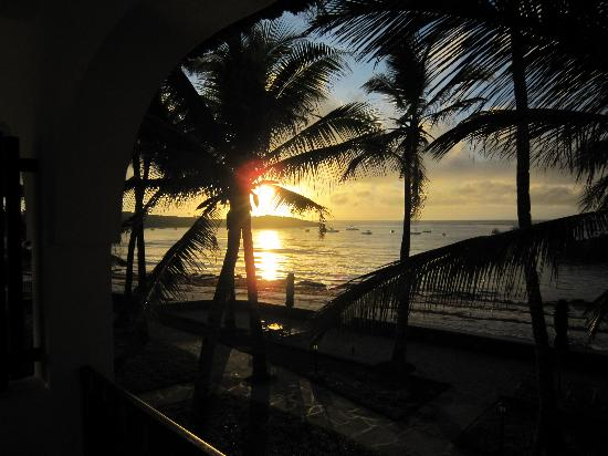 Hemingways Resort: Sunrise view from my room