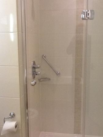 The Croke Park: Seperate double shower as well as a bath