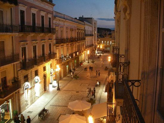 Hotel Medici : Blick vom Balkon in die Fußgängerzone