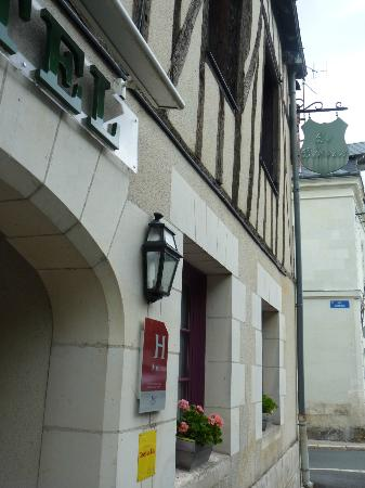 Hotel Le Blason: Exterior of our cute hotel!