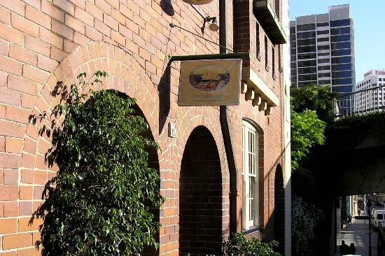Sydney Harbour Bed and Breakfast: Front entrance