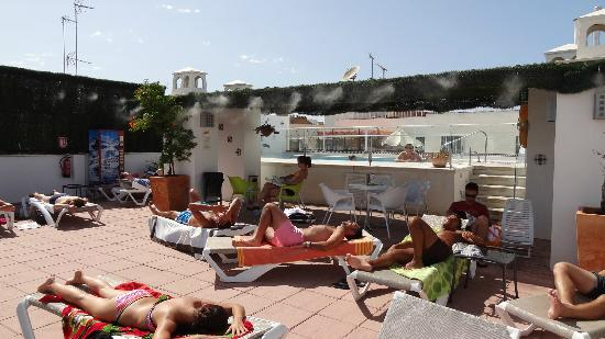 Hotel Becquer: Rooftop terrace by the pool