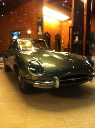 Meliá Milano: e-type jag in reception. don't know why but fab!